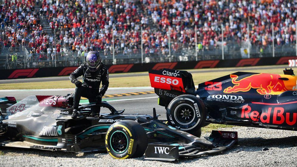 Crash: Lewis Hamilton, Max Verstappen - Bildquelle: Motorsport Images