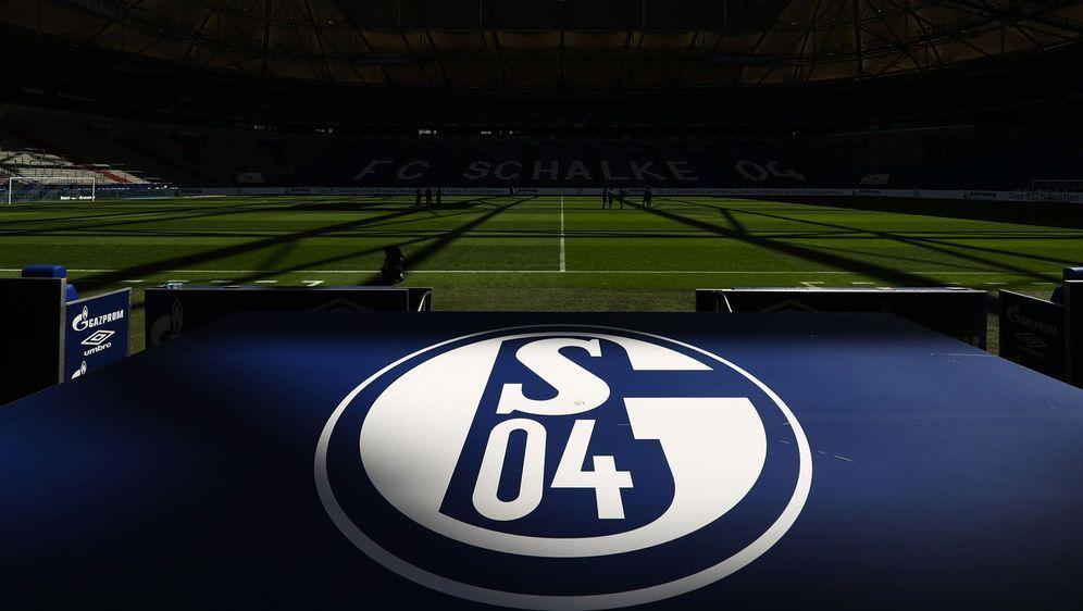 Derzeit mehr als nur am Boden: Schalke 04 benötigt wohl eine Bürgschaft, um ... - Bildquelle: Getty Images