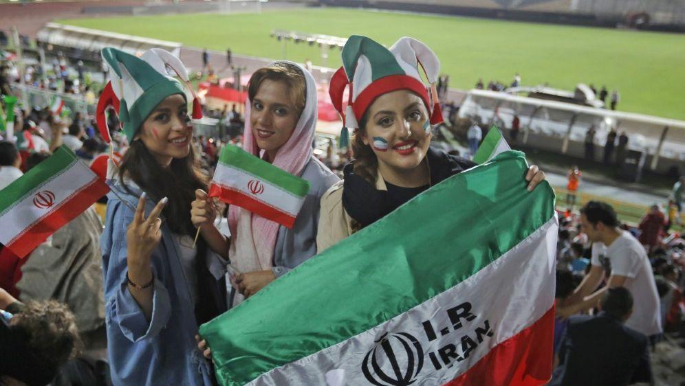 Iranerinnen im Stadion bei der WM 2018 in Russland - Bildquelle: AFPSIDATTA KENARE