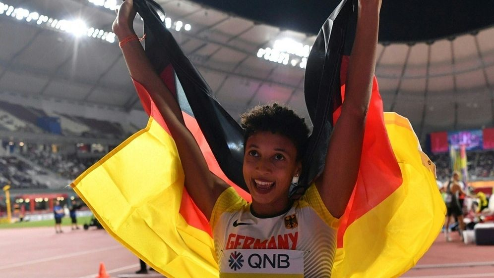 Mihambo peilt ersten 7-Meter-Sprung in der Halle an - Bildquelle: AFPSIDANDREJ ISAKOVIC