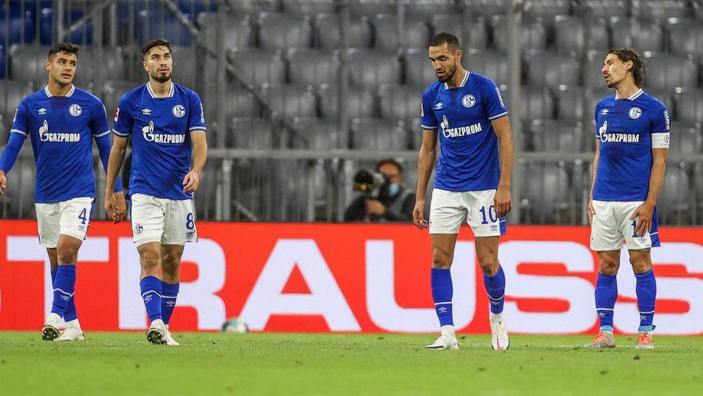 Schalke geht bei den Bayern unter. - Bildquelle: imago images/RHR-Foto