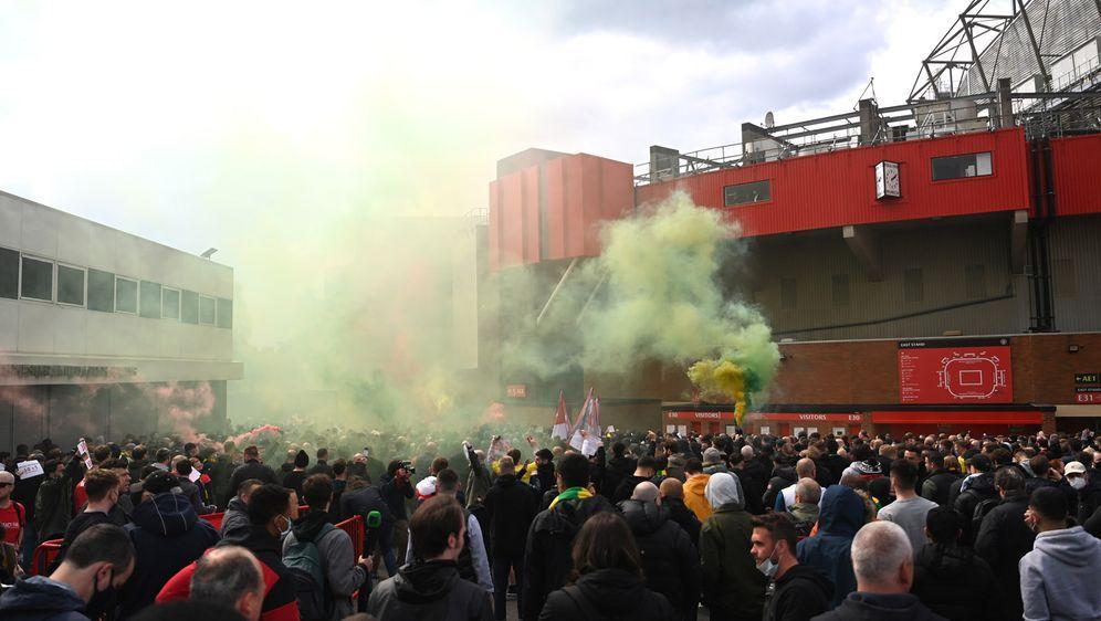 10.000 Fans protestierten in Old Trafford gegen United-Eigentümer Glazer - Bildquelle: 2021 Getty Images