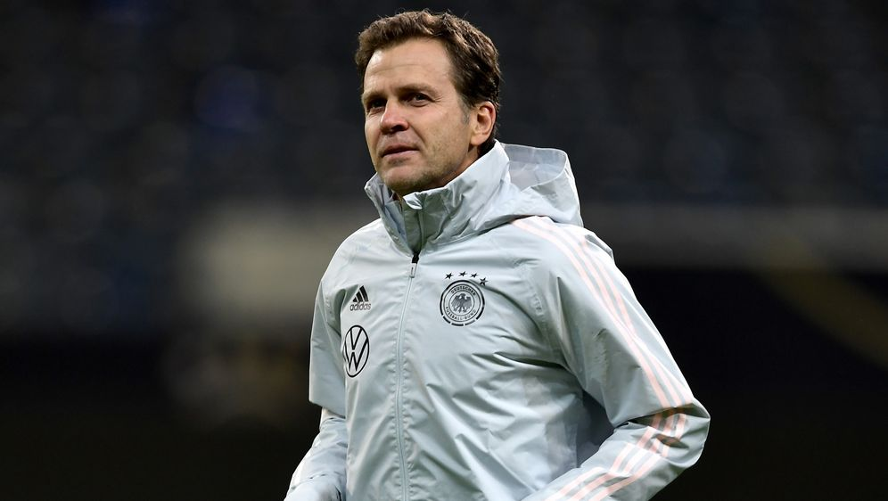 Bierhoff zählt das DFB-Team nicht zu den EM-Favoriten - Bildquelle: getty images