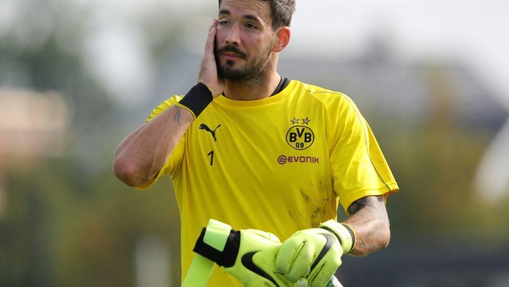 BVB-Torwart Roman Bürki musste das Training abbrechen - Bildquelle: FIROFIROSID