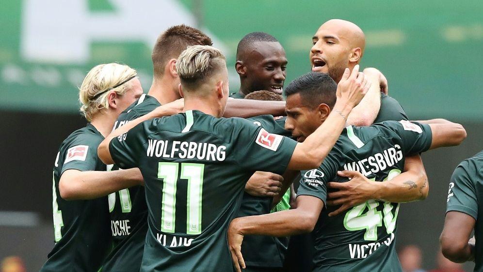 Wolfsburg ist bis jetzt noch ohne Punktverlust - Bildquelle: FIROFIROSID