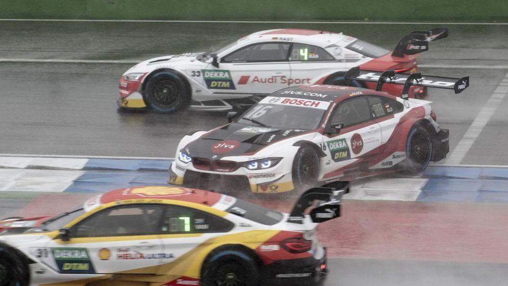 Rene Rast drehte Timo Glock beim Start des ersten Rennen um - Bildquelle: LAT