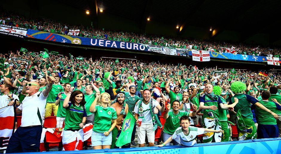 Die Party der nordirischen Fans - Bildquelle: imago/BPI