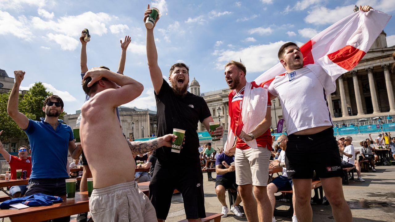 Fans am Trafalgar Square - Bildquelle: 2021 Getty Images