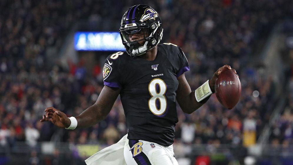 Baltimore-Ravens-Quarterback Lamar Jackson hat den Internet-Riesen Amazon ve... - Bildquelle: 2019 Getty Images