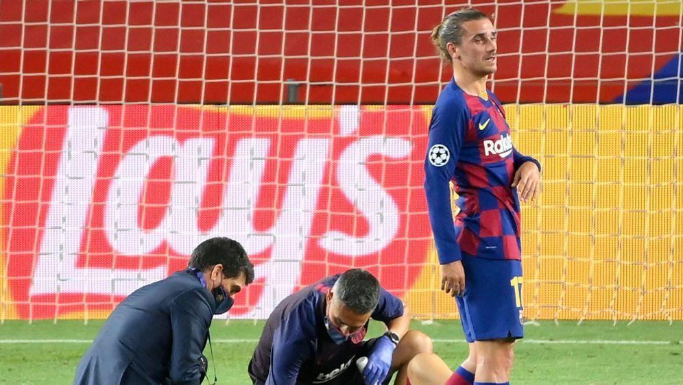 Messi (r.) musste nach einem Zweikampf behandelt werden - Bildquelle: AFPSIDLLUIS GENE