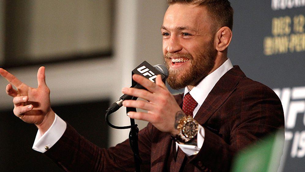 Am Mikrofon ist Conor McGregor genauso unterhaltsam wie im Octagon - Bildquelle: Getty Images