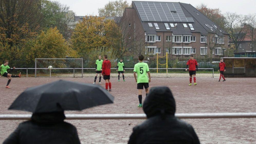 Regionaler Verband sperrt Spieler nach Bissattacke - Bildquelle: FIROFIROSID