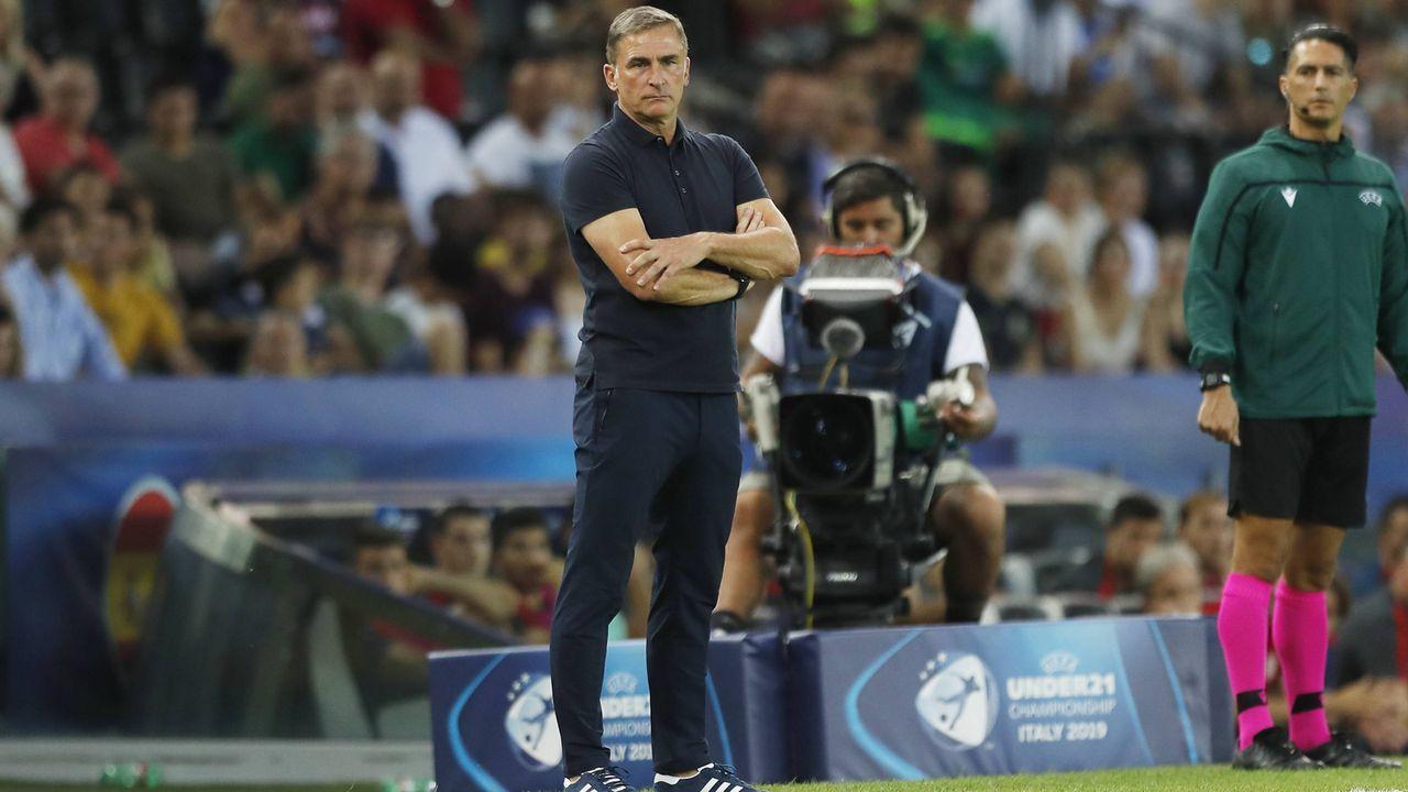 Trainer Kuntz muss reichlich Debütanten einbinden - Bildquelle: imago images / AFLOSPORT