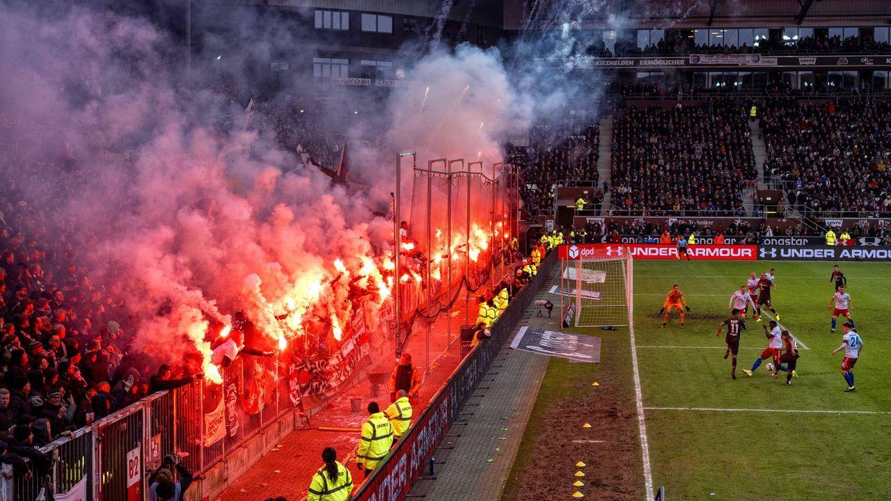 Platz 11: FC St Pauli - Bildquelle: imago images / Baering