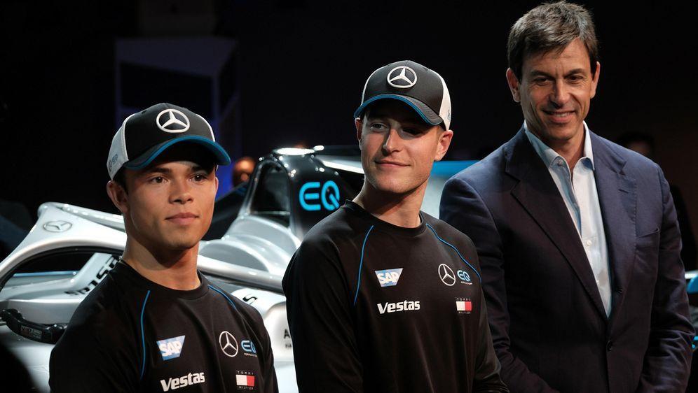 Nyck de Vries undStoffel Vandoorne wurden von Mercedes-MotorsportchefToto ... - Bildquelle: imago images / Hartenfelser