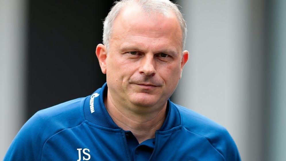 Schalkes Sportvorstand fordert Zivilcourage von den Fans - Bildquelle: FIROFIROSID