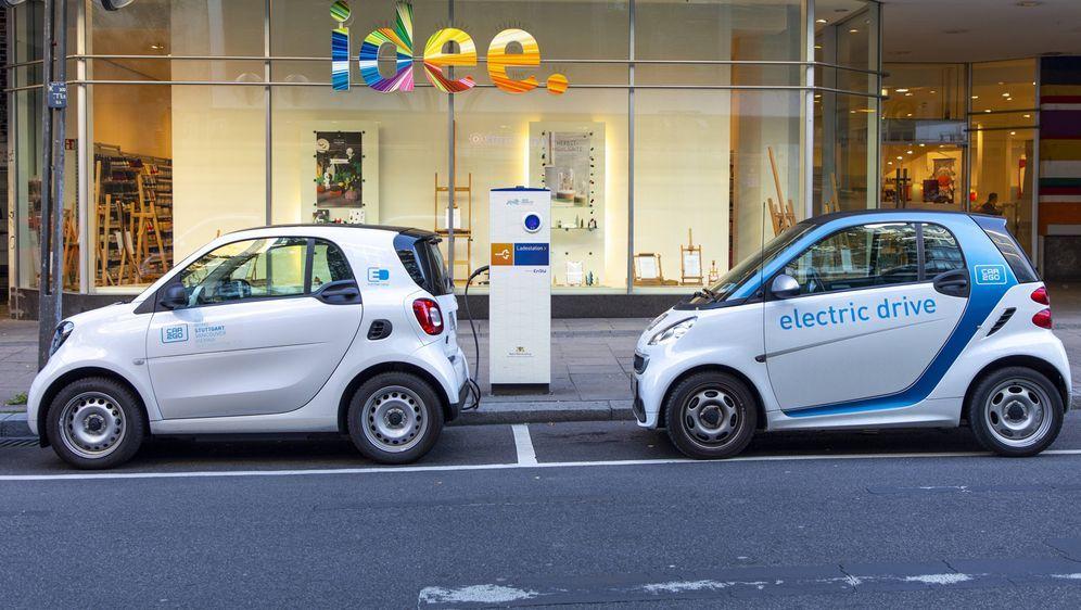 Es gibt diverse Ladeverfahren für E-Autos. - Bildquelle: imago/Jochen Tack