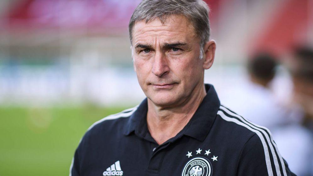 Stefan Kuntz schaut heute gespannt nach Nyon zur Auslosung der U21-EM im kom... - Bildquelle: imago