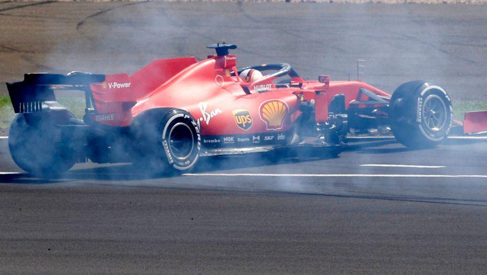 Sebastian Vettel bei seinem Dreher in Silverstone. - Bildquelle: HOCH ZWEI/Pool/REUTERS