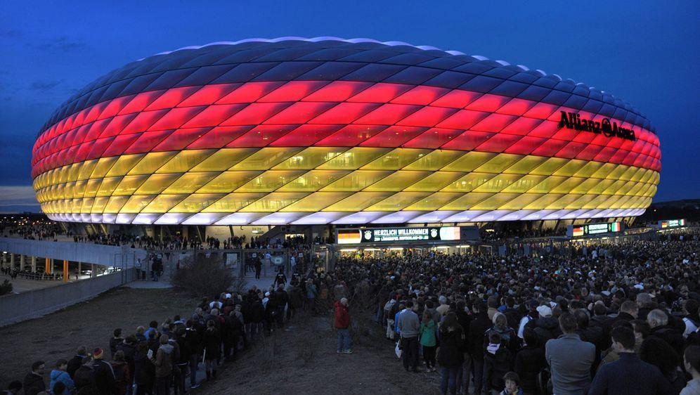 In der Allianz Arena sollen zu den EM-Spielen gegen Frankreich, Portugal und... - Bildquelle: imago