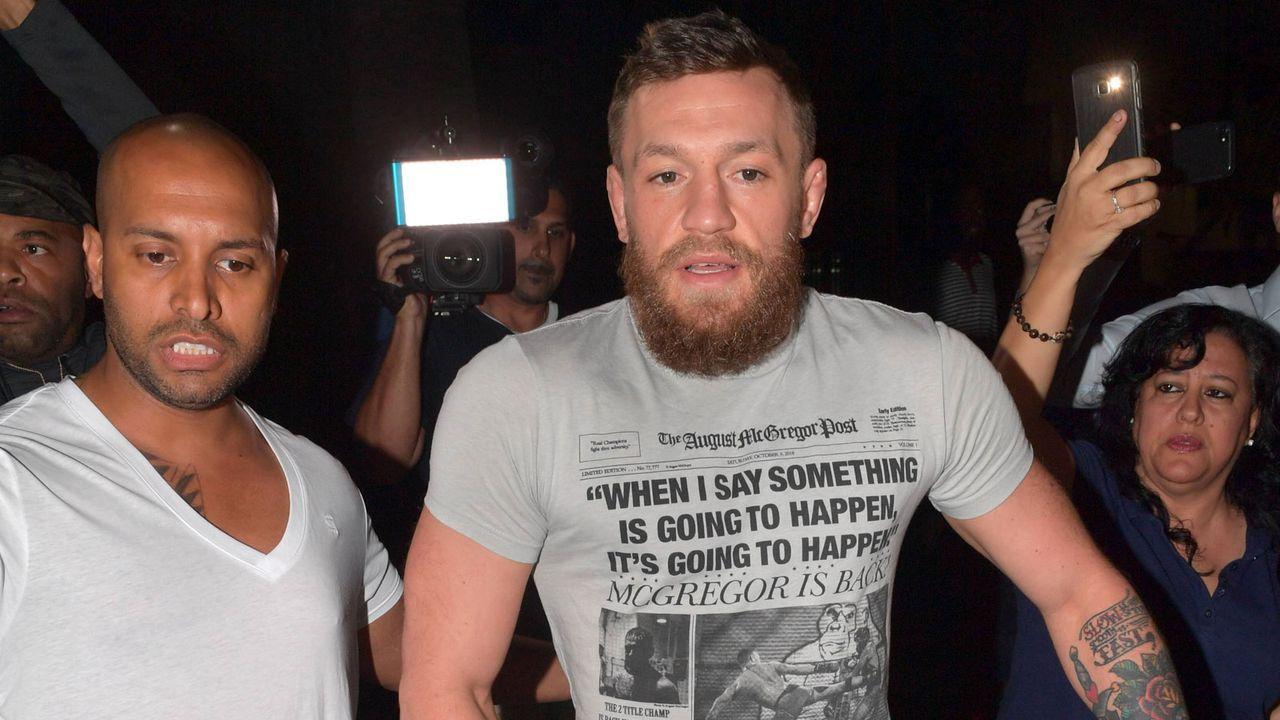McGregor zerstört Fan-Handy - Bildquelle: 2019 imago