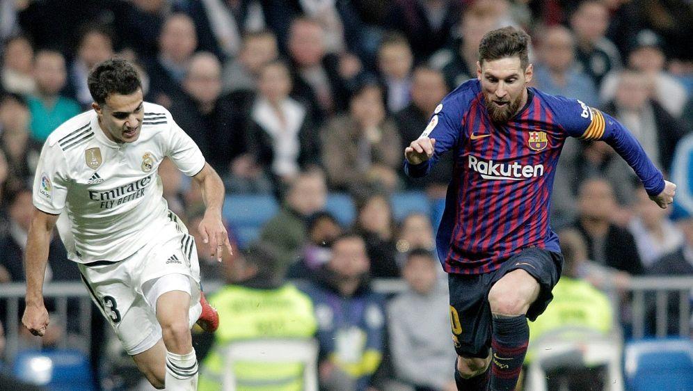 Barca und Real Madrid duellieren sich erst im Dezember - Bildquelle: FIROFIROSID