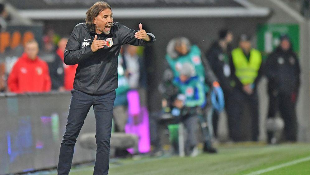 Augsburgs Trainer Martin Schmidt will trotz des sicheren Klassenerhalts eine... - Bildquelle: Getty