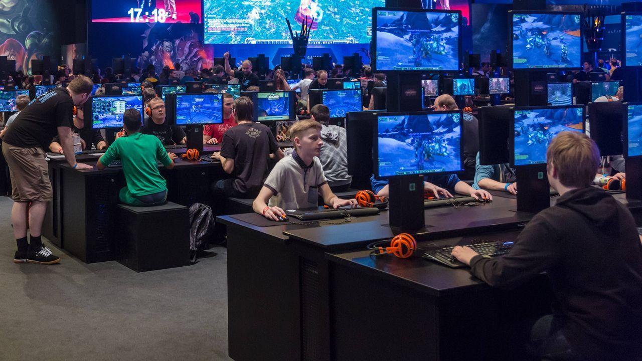 Platz 17: WarCraft 3  - Bildquelle: imago/Jürgen Schwarz
