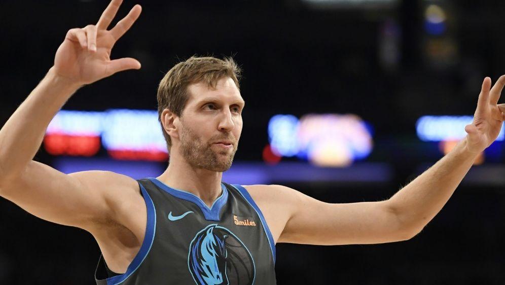Sieg für Dirk Nowitzki und die Dallas Mavericks - Bildquelle: GETTY AFPSIDSarah Stier