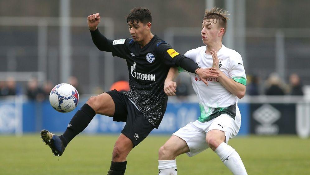 Nachwuchsspieler Luiz Skraback (r.) erhält Profivertrag - Bildquelle: FIROFIROSID