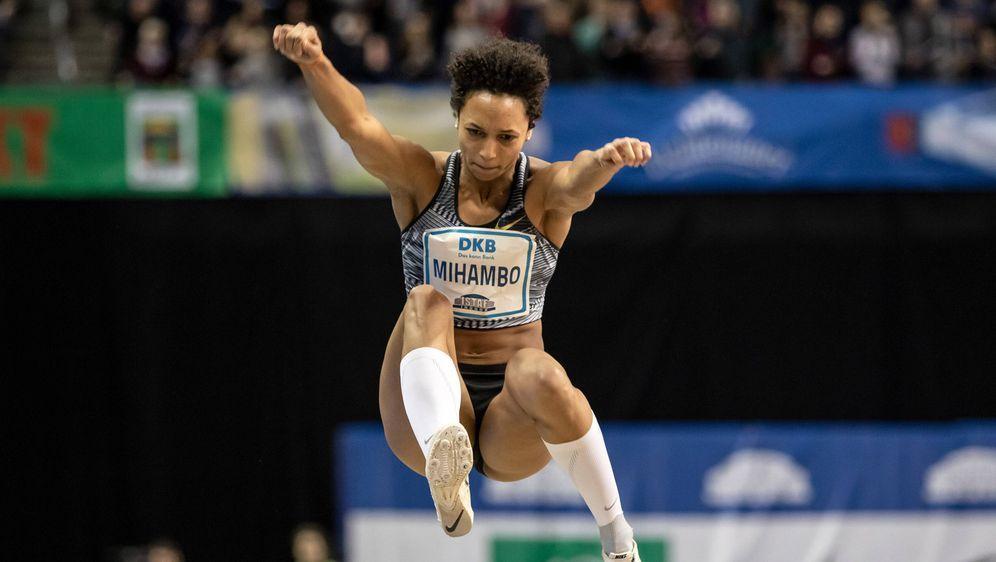 Malaika Mihambo stellt einen neuen ISTAF-Rekord auf. - Bildquelle: imago images/Beautiful Sports