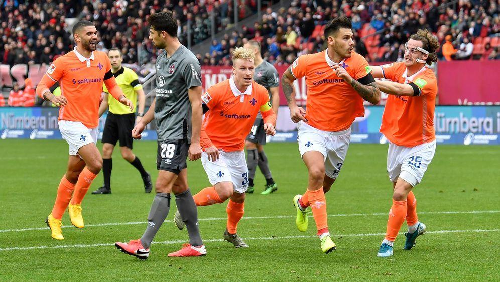Darmstadt gewinnt mit 2:1 gegen den 1. FC Nürnberg. - Bildquelle: imago images/Zink