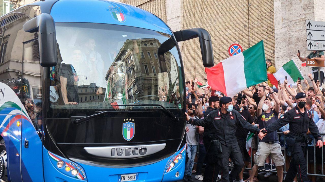 Mit dem Bus durch die Stadt - Bildquelle: imago images/LaPresse