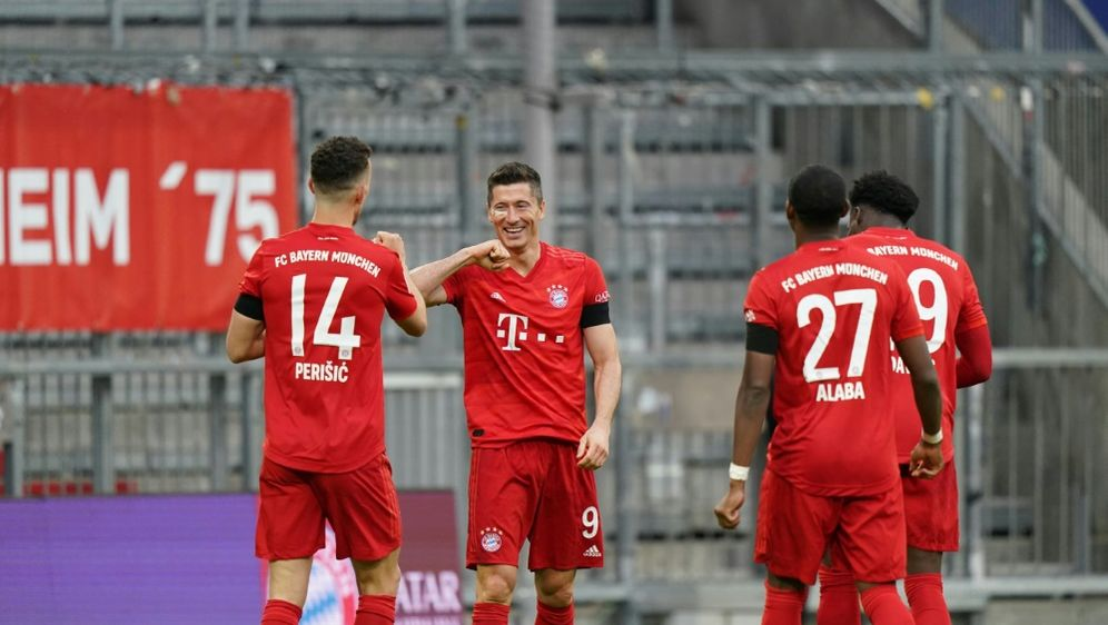 Die Bayern schlagen Frankfurt in einer munteren Partie - Bildquelle: FIROFIROSID