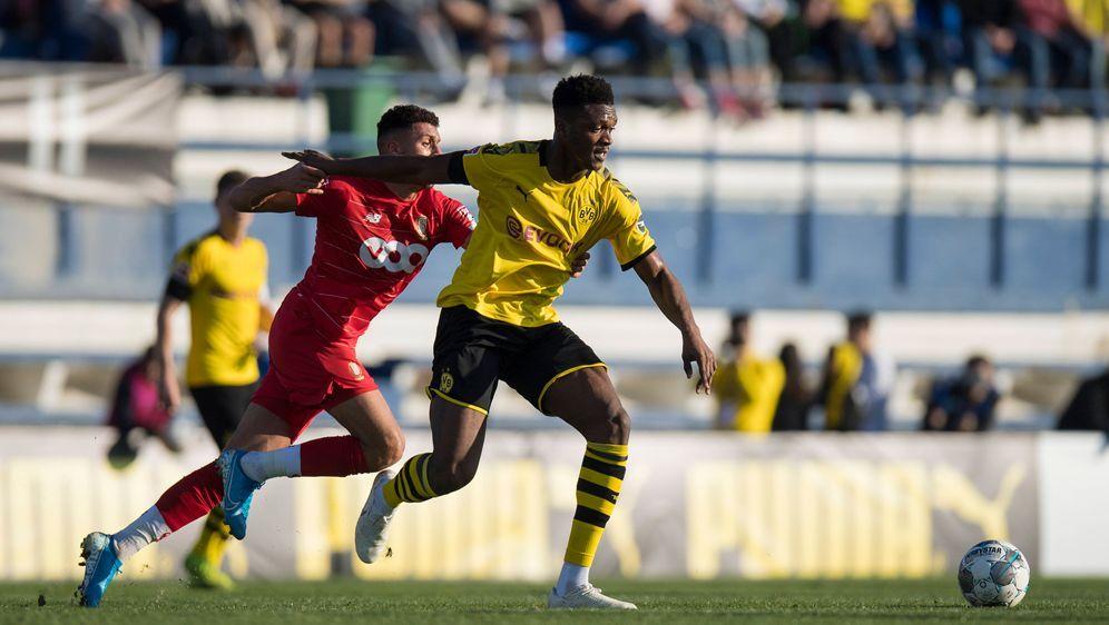 Borussia Dortmund testet in Marbella gegenStandard Lüttich. - Bildquelle: imago