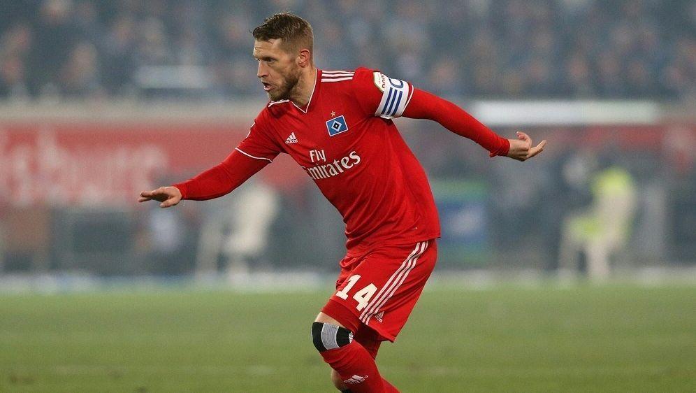Aaron Hunt fehlt dem HSV im Kampf um den Aufstieg länger - Bildquelle: FIROFIROSID