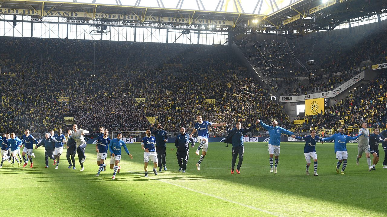 2018/19: BVB sieht Doppel-Rot und verschenkt Meisterschaft - Bildquelle: Imago Images