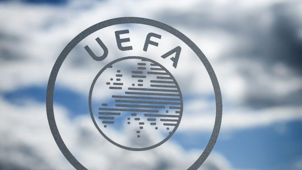 Die UEFA kooperiert bei den Corona-Tests mit Synlab - Bildquelle: AFPSIDFABRICE COFFRINI