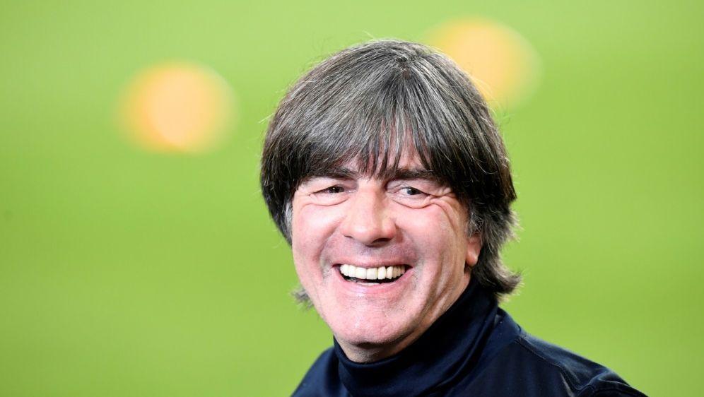 Joachim Löw beobachtet wieder vor Ort im Stadion - Bildquelle: AFPSIDTHOMAS KIENZLE