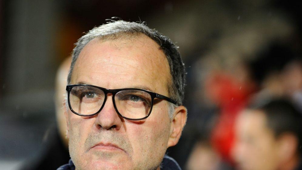 Marcelo Bielsa bleibt Trainer von Leeds United - Bildquelle: AFPSIDJEAN-CHRISTOPHE VERHAEGEN