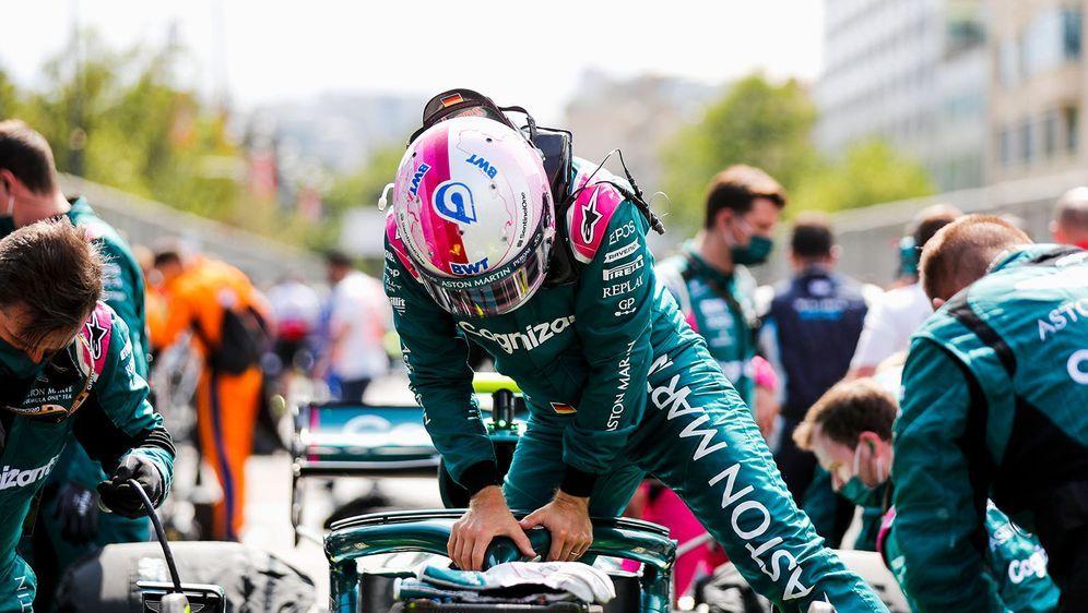 Sebastian Vettel fährt in Baku auf Rang zwei. - Bildquelle: imago images/Motorsport Images