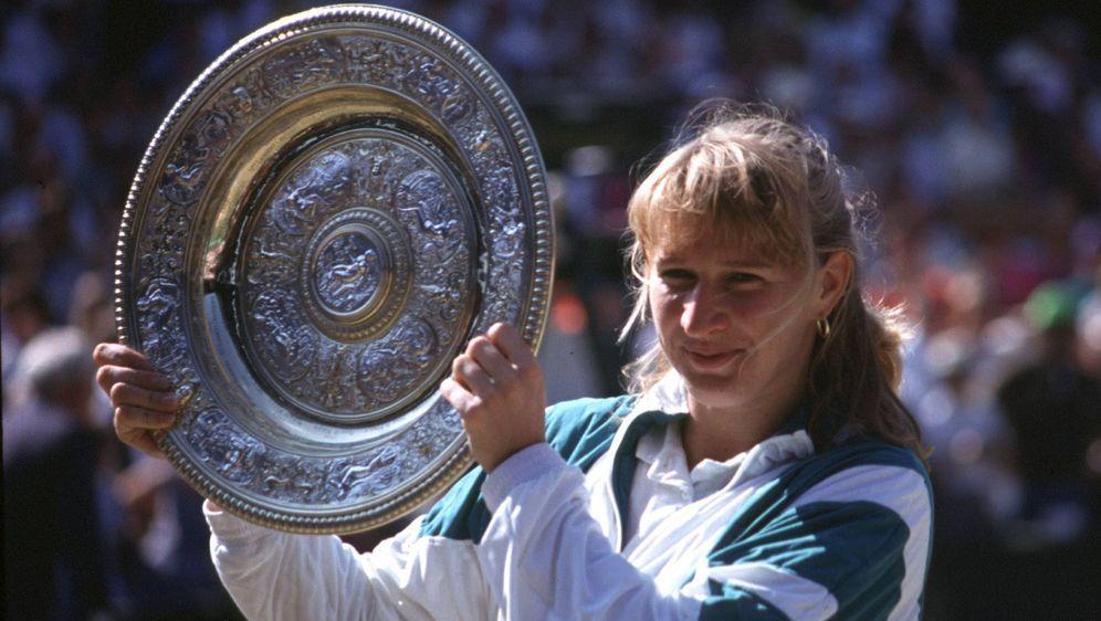 Steffi Graf gewann insgesamt 107 Turniere und 22 Grand-Slam-Titel - Bildquelle: imago images / Sven Simon