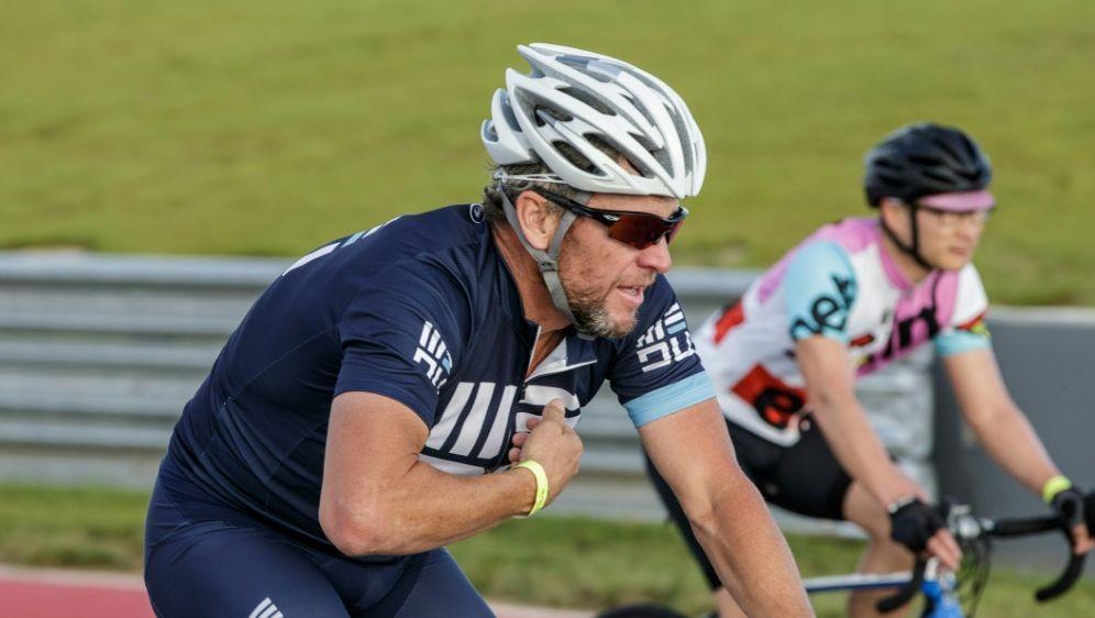 Armstrong lädt zahlungskräftige Rad-Enthusiasten ein - Bildquelle: AFPSIDSUZANNE CORDEIRO