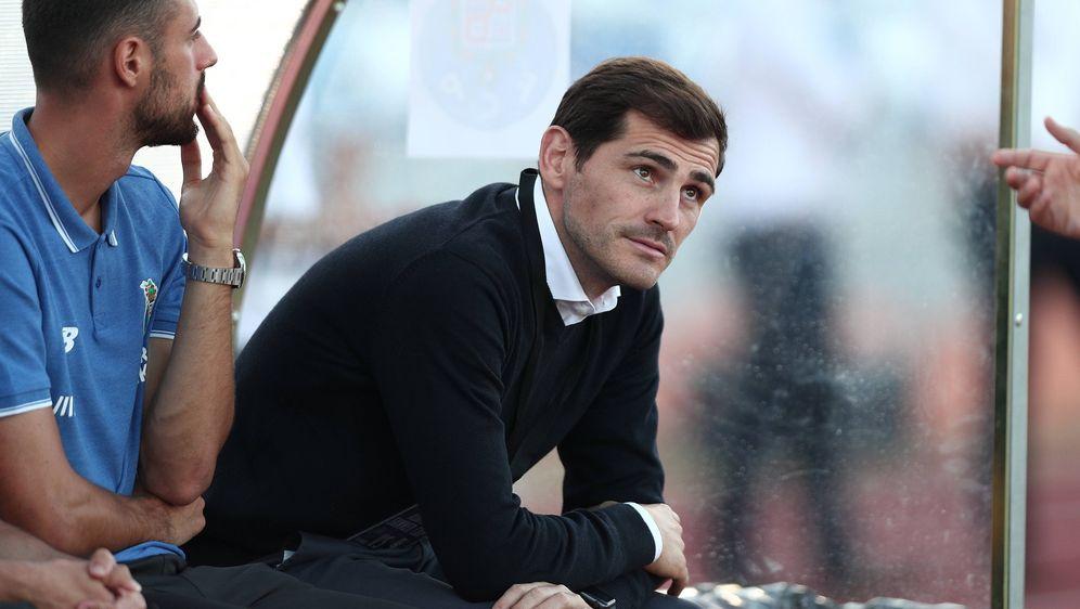 Ilker Casillas beendet wohl seine aktive Karriere - Bildquelle: imago