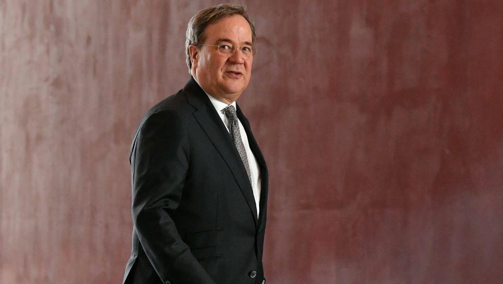 NRW-Ministerpräsident Armin Laschet kündigt Gespräche an - Bildquelle: AFPSIDJOHN MACDOUGALL