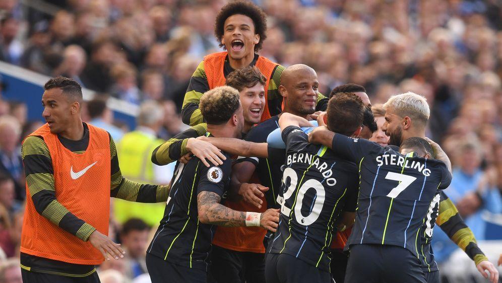 Manchester City feiert die Meisterschaft - Bildquelle: Getty