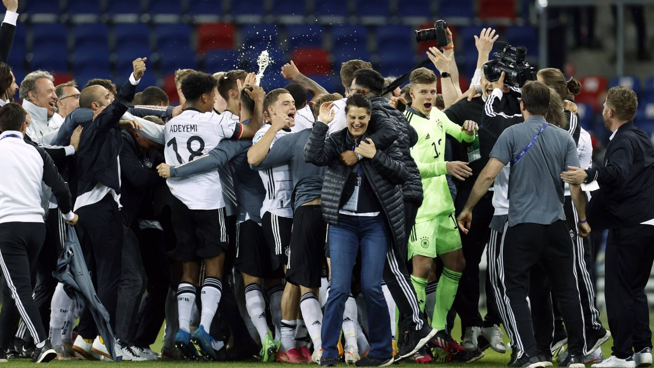 EM-Finale! Die Partybilder der deutschen U21 - Bildquelle: Imago Images