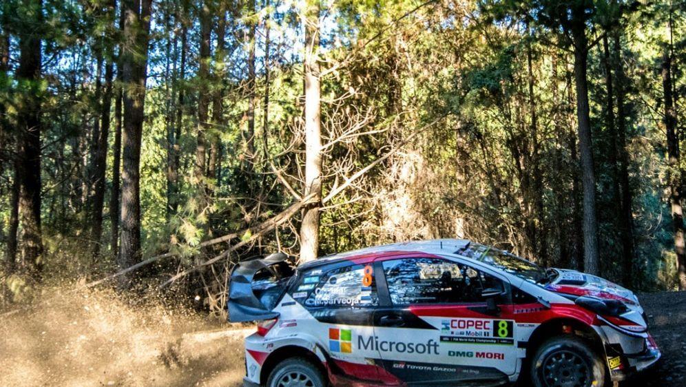 Tänak dominiert im Toyota die Rallye Chile - Bildquelle: AFPSIDMARTIN BERNETTI