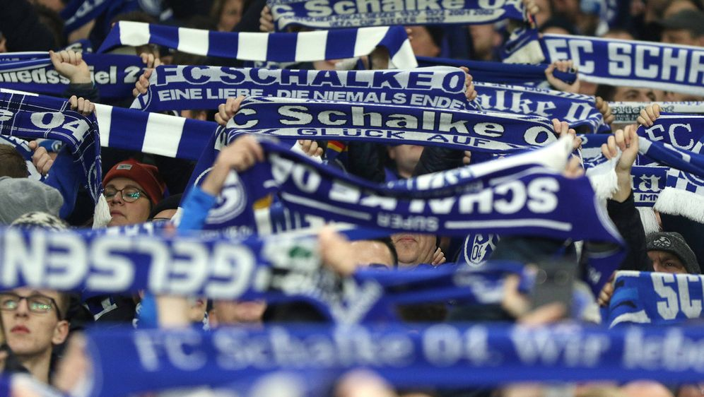 Es dürfen wieder Fans ins Stadion. - Bildquelle: imago images/Pakusch
