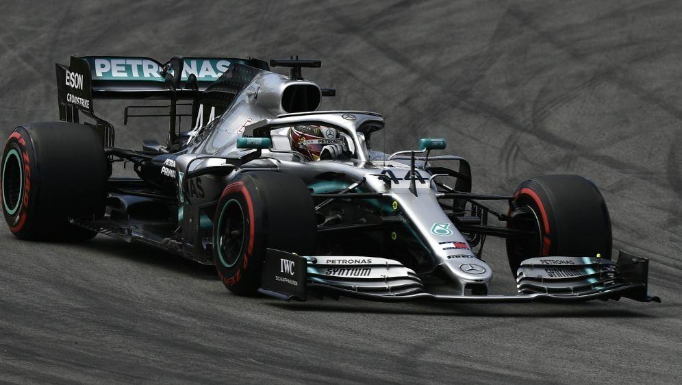 Lewis Hamilton führt in Spanien nach dem Start - Bildquelle: AFPSIDPIERRE-PHILIPPE MARCOU